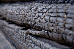背景,被烧的木头特写镜头  免版税库存图片