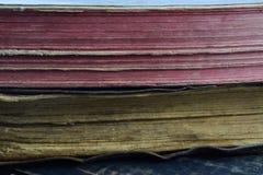 背景, 2本古色古香的书说谎在彼此顶部在桌上 免版税图库摄影