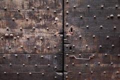 背景:老木门 样式中世纪欧洲& x28; France& x29; 免版税库存照片