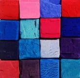 背景-与红色,蓝色,紫罗兰色颜色的明亮的淡色白垩 免版税图库摄影