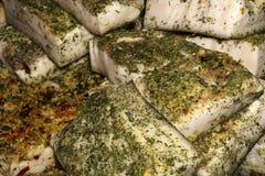 背景-在柜台的熏制的鱼 免版税库存图片
