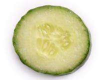 背景黄瓜被切的白色 库存图片