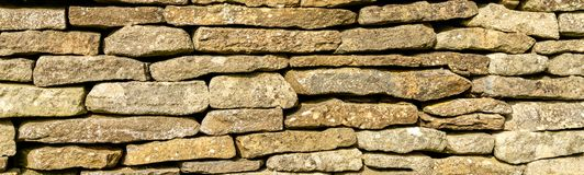 背景-科茨沃尔德的传统石块墙 免版税库存图片