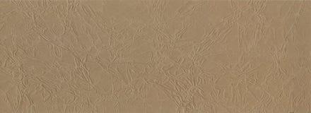 背景 被弄皱的棕色包装纸纹理技术对创造性的设计背景 被扭屈的卡拉服特 免版税库存照片