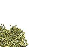 背景绿豆分裂了白色 查出 库存图片