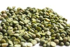 背景绿豆分裂了白色 免版税库存图片