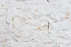 背景grunge构造了 有多层破裂的涂层的容量涂灰泥的墙壁 在的橙色芯片被粉刷的 免版税库存图片