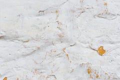 背景grunge构造了 有多层破裂的涂层的容量涂灰泥的墙壁 在的橙色芯片被粉刷的 免版税图库摄影
