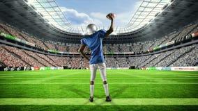 胜利与被举的胳膊的美国橄榄球运动员 股票录像