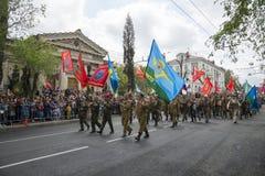 胜利天游行在塞瓦斯托波尔 免版税库存照片