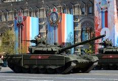 胜利天WWII的72th周年的排练庆祝 T-72B3是一辆第三代俄国主战坦克 免版税图库摄影