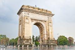 胜利曲拱在布加勒斯特,罗马尼亚。 免版税库存图片