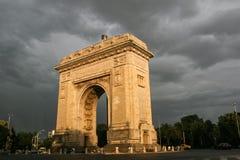 胜利曲拱在布加勒斯特,罗马尼亚 免版税库存图片