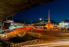 胜利纪念碑在晚上曼谷泰国 免版税库存照片
