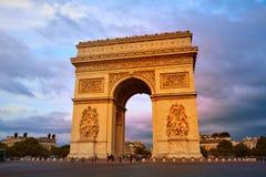 胜利巴黎曲拱的凯旋门  图库摄影