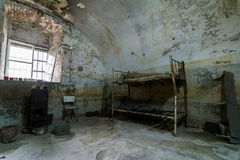细胞内部在堡垒13 Jilava监狱,罗马尼亚 免版税库存照片