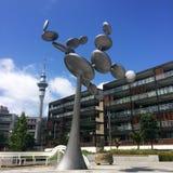 细胞质雕塑在高架桥港口奥克兰新西兰 库存图片