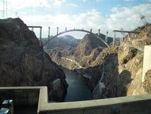 胡佛水坝照片在科罗拉多河黑峡谷位于了  免版税库存图片