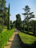 胡同在庭院里在略雷特德马尔,卡塔龙尼亚,西班牙 库存图片