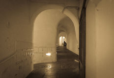 胡同在意大利提供一个秘密隧道 免版税库存照片