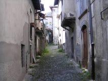 胡同在意大利村庄 库存照片