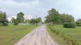 胡同在雨以后的公园 影视素材