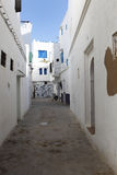 胡同在Assila,摩洛哥 库存图片