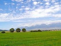 胡同的山和山麓小丘地区在夏天 库存照片