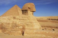 胡夫狮身人面象和伟大的金字塔,开罗 免版税图库摄影
