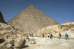 胡夫金字塔的看法在吉萨棉在开罗在埃及 免版税库存图片
