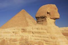 胡夫,开罗狮身人面象和伟大的金字塔  库存照片