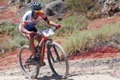 胡安弗朗西斯科在冒险登山车马拉松的GIL N97in行动 库存图片