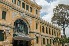 胡志明市邮局,亦称西贡中央邮局,越南大门  库存照片