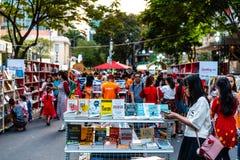 胡志明市,越南- 2019年2月4日:阮惠在旧历新年期间的花街道在胡志明市街市  免版税库存图片