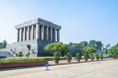 胡志明陵墓是位于Ba Dinh广场的中心的一个大大厦,胡志明读Indepe的声明 免版税图库摄影