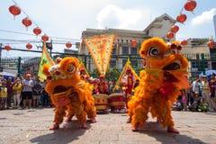胡志明,越南- 2015年庆祝旧历新年的2月18日狮子跳舞在Thien Hau塔 库存图片