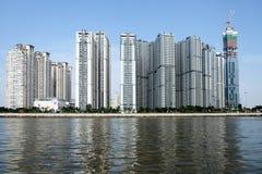 胡志明/越南, 2017年10月29日-在中央公园一个新的项目的高大厦在西贡,胡志明市,越南 免版税库存图片