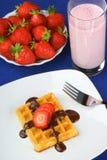 胡扯用草莓和巧克力和奶昔 库存照片