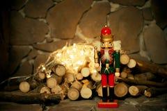 胡桃钳 袋子看板卡圣诞节霜klaus ・圣诞老人天空 玩具 库存图片