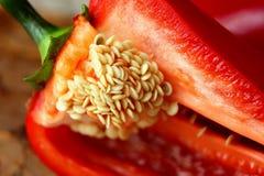 胡椒,用种子切成了两半 免版税库存图片