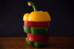 胡椒,青椒,红辣椒,切的胡椒 库存照片