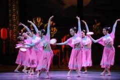 胡风舞蹈这首先桃红色舞蹈过去的戏曲沙湾事件佣人这行动  库存照片
