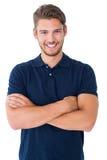 胳膊克服英俊的人微笑的年轻人 免版税图库摄影