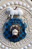 胳膊外套门哈利法克斯大厅部分 免版税库存图片