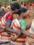 胳膊舞蹈gdaba收获连结部族妇女 免版税库存图片