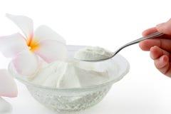 胶原在白色backg在匙子措施的粉末蛋白质隔绝的 免版税库存照片