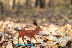从胶合板雕刻的鹿 库存照片
