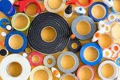 胶浆罐和磁带的醒目的抽象样式 库存照片