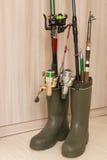 胶靴和捕鱼设备 免版税库存图片