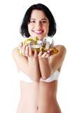 胸罩的可爱的妇女与测量的磁带。 免版税图库摄影